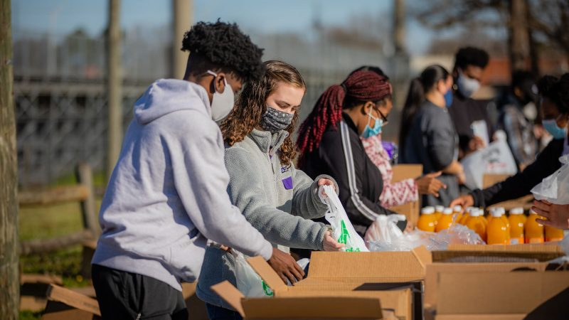 UA students fill boxes with food.